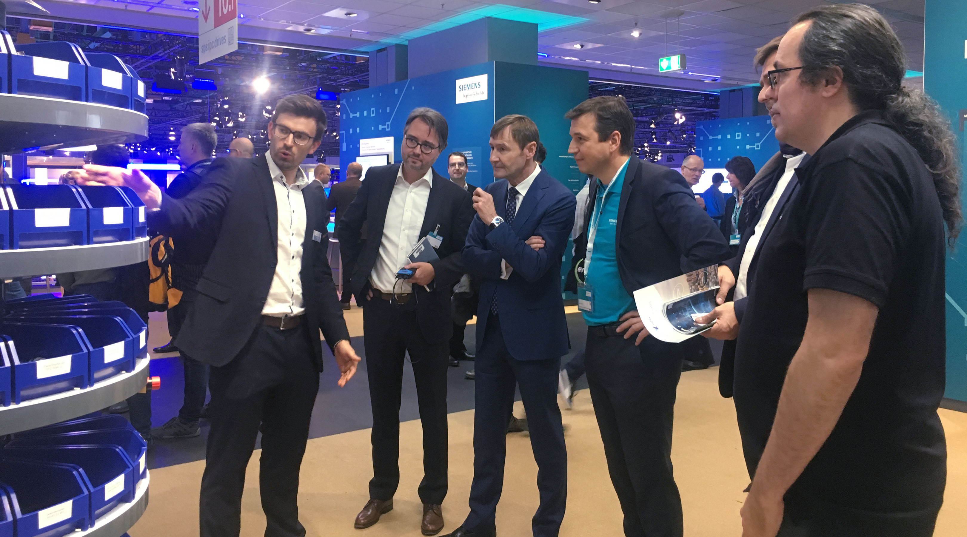 photo of Klaus Helmrich, member of the Siemens board, visiting the booth